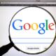 googleのホームページを虫眼鏡で映している